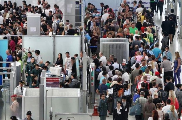 Don Mueang queues due to 'staff shortage'