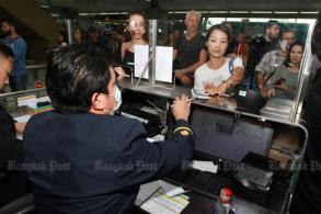 Prayut calls in air force to help at immigration