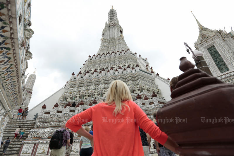 Fine Arts stands by Wat Arun stupa repair effort