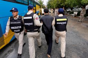 Cambodia arrests nearly 400 over telecoms fraud