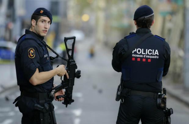 Spanish police hunt for suspected Barcelona van driver   Bangkok Post: news