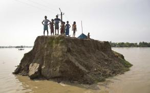 Floods, landslides kill more than 800 across South Asia