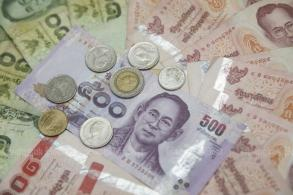 Central bank considers moves to limit baht speculation