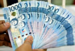 Philippines says not worried about peso's weakness