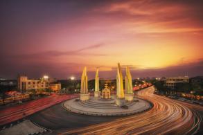 Pheu Thai demands set election date