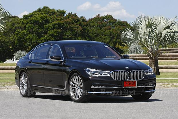BMW M760Li XDrive V12 Excellence 2017 Review