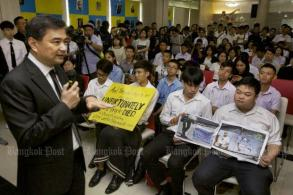Students blast Abhisit for 2010 crackdowns