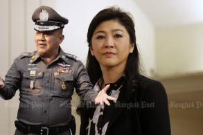 Yingluck 'swapped cars' to get to land border