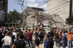 Mexicans dig through collapsed buildings as quake kills 248