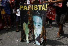 Thousands rally in Philippines to warn of Duterte 'dictatorship'