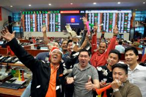 Philippine stocks hit fresh high, others SE Asia markets fall