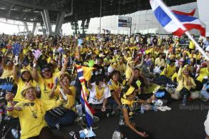 Yellow-shirt leaders ordered to pay for airport damage