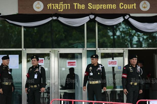 Three police officers questioned about Yingluck's escape