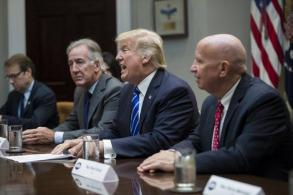 Trump vows 'tremendous big' tax cuts for US middle class
