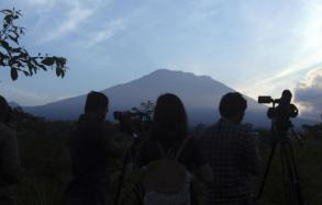 Exodus from Bali volcano nears 100,000 amid frequent tremors