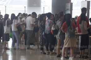 Airports congested again as internet crashes