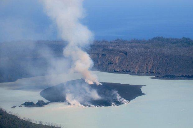 Vanuatu volcano: Australian Navy ship to aid evacuation effort on Ambae Island