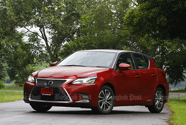 Lexus CT200h Premium (2017) review