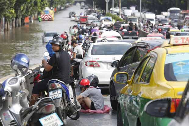 Widespread floods in Bangkok after heavy rain