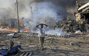 Death toll from bomb attacks in Somalia's capital rises to 189