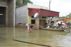 Some villages in Vietnam still isolated by floods