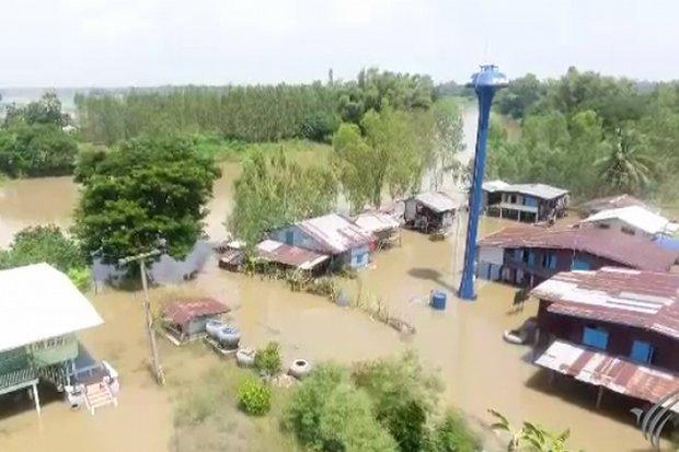 Sukhothai on edge as water breaches bank
