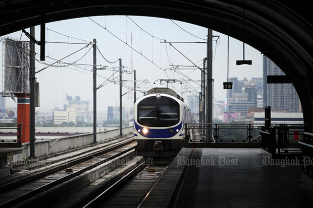 Riders want more Airport Link trains