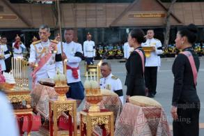 King orders more space for mourners