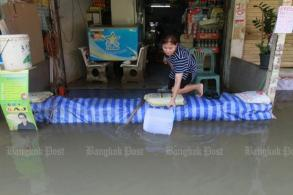 Locals used to floods, but need more help
