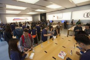 iPhone X hits the spot as long queues return
