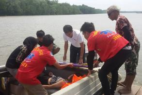 Chinese tourist injured after boat sinks off Phangnga