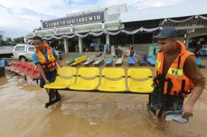 Floods force patients out of hospital
