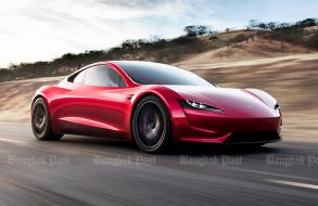 2020 Tesla Roadster makes surprise debut