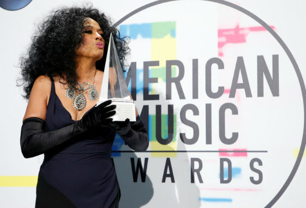 Male artists win big but female singers dominate AMAs