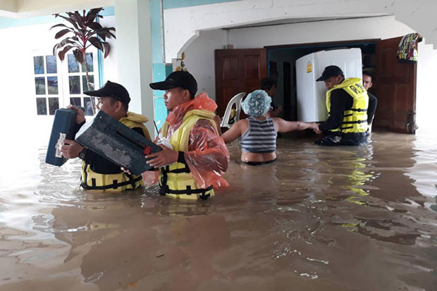 Hua Hin floods recede, southern train line reopens