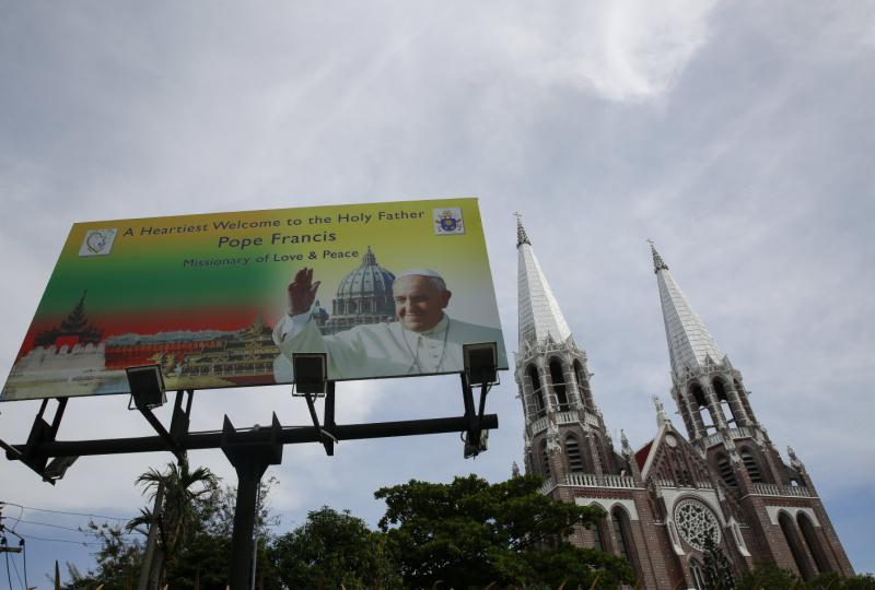 Pope faces diplomatic dilemma in Myanmar visit