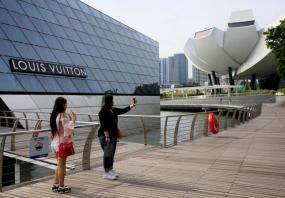 Singapore stocks outperform SE Asian peers
