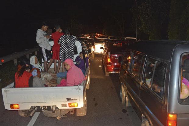 Java earthquake kills 2 | Bangkok Post: news
