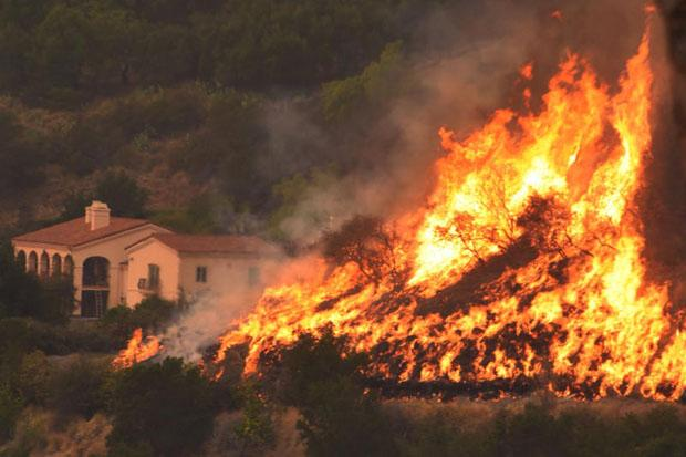 California's wildfire now ranks as state's third-largest | Bangkok Post: news