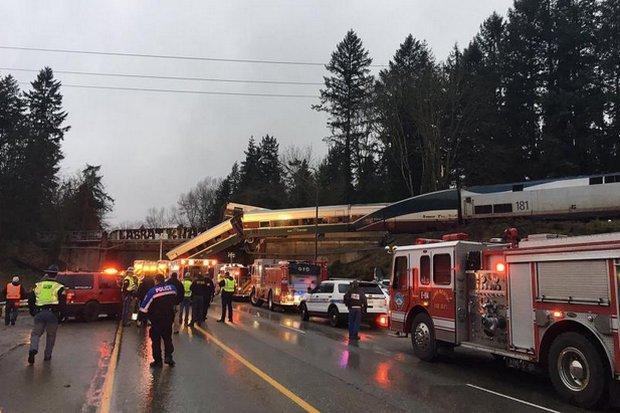 f4936dda5ef1 Many deaths  as US Amtrak train derails near Seattle