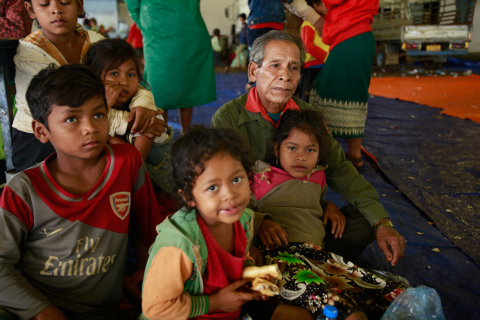 Laotians take refuge at a shelter in Pak Song town, Champassak province, on Wednesday.