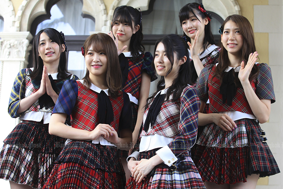 AKB48 at Government House