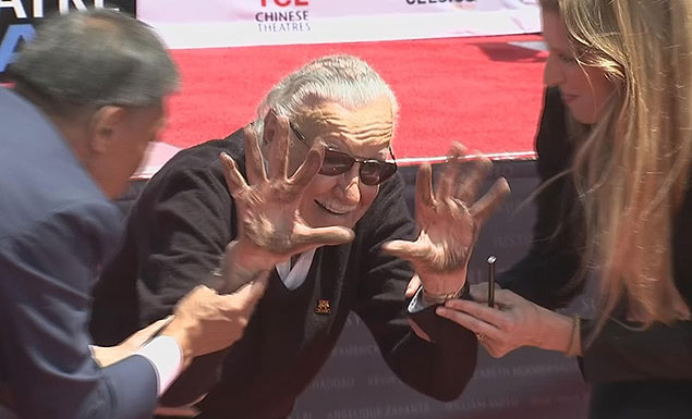 Comic book fans mourn loss of Stane Lee