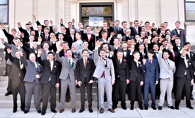 Nazi salute prom photo draws outrage