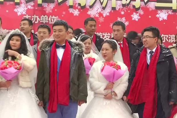 Chinese couples tie the knot at ice festival