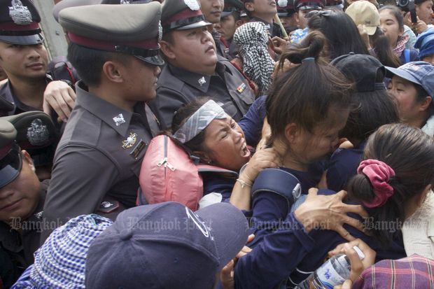 Hundreds of police block civil groups' march
