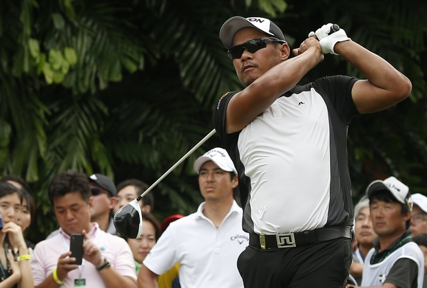 Thai duo leading at stormy Singapore Open