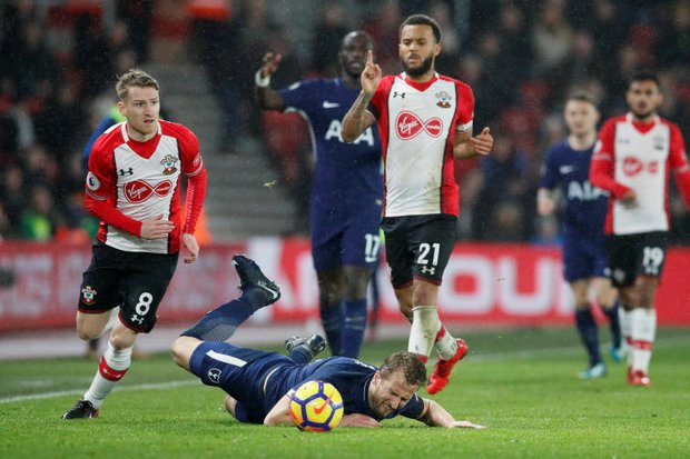 Southampton in relegation zone after Spurs draw