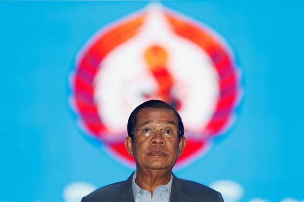 At press dinner, Hun Sen berates media