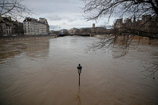 Louvre museum partly closes over flood fears in Paris